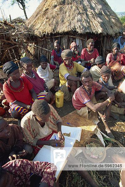 Kooperative Sammlung von Geldern  Konso  Äthiopien  Afrika