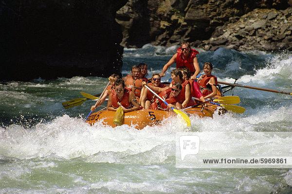 Wildwasser-rafting  Adams River  British Columbia  Kanada  Nordamerika