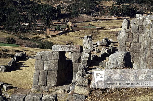 Blick von den Wänden  Inka Festung Sacsayhuaman  Cuzco  Peru  Südamerika