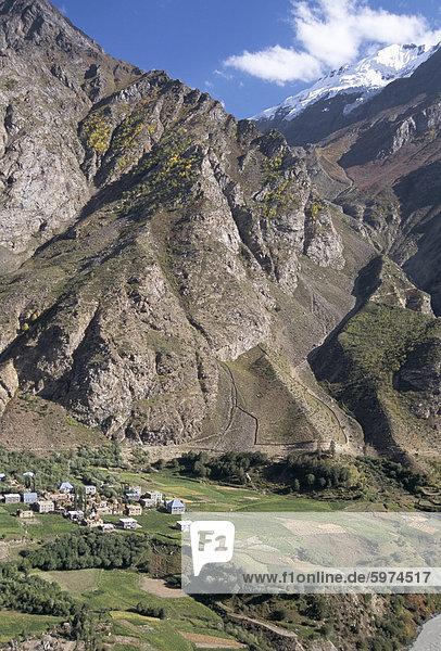 nahe Berg Tal Dorf Himachal Pradesh Asien Indien