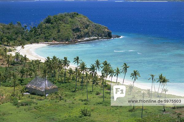 nebeneinander neben Seite an Seite Bauernhaus Sand Pazifischer Ozean Pazifik Stiller Ozean Großer Ozean Kokosnuss Plantage Fiji Bucht alt