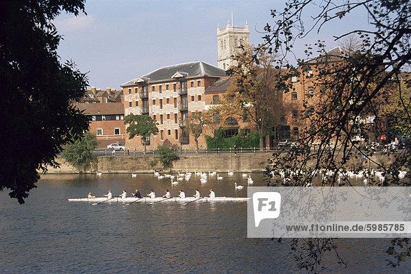 Restauriert  Lagerhallen und der Fluss Severn  Worcester  Worcestershire  England  Vereinigtes Königreich  Europa