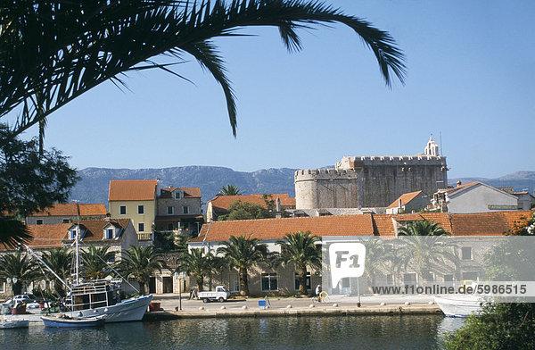 Befestigte Kirche St. Mary's  datierend von den 1580er Jahren  Vrboska  Insel Hvar  Dalmatien  Kroatien  Europa