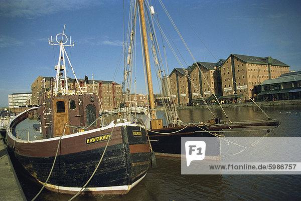 Boote im Hafenbecken  Gloucester  Gloucestershire  England  Vereinigtes Königreich  Europa