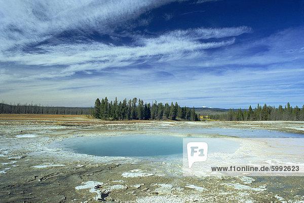 Opal Pool  Midway Geyser Basin  Yellowstone National Park  UNESCO World Heritage Site  Wyoming  Vereinigte Staaten von Amerika  Nordamerika