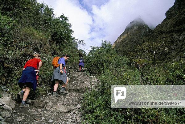 Touristen Wandern  Dead Woman Pass  Inka Trail  Peru  Südamerika