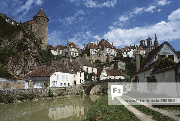 Stadt von Semur-En-Auxois  Cotes d ' or  Burgund  Frankreich  Europa