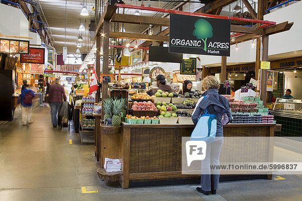 Bio-Obst Abwürgen auf Granville Island Public Market  Vancouver  British Columbia  Kanada  Nordamerika