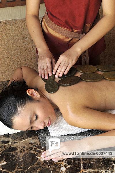 Himalayan Healing Stone Signature Massage Behandlung im Chi-Spa im Shangri-La Mactan Resort and Spa in Cebu  Philippinen  Südostasien  Asien