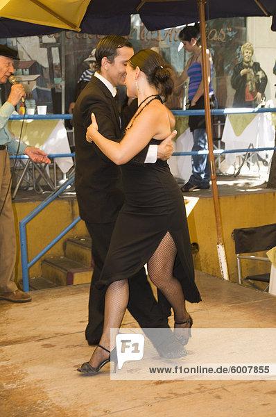 Tango-Tänzer im Restaurant in der La Boca Bezirk  Buenos Aires  Argentinien  Südamerika