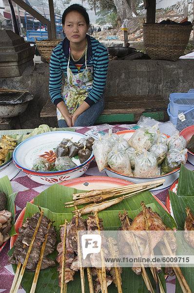 Morgen Lebensmittelmarkt  Luang Prabang  Laos  Indochina  Südostasien  Asien