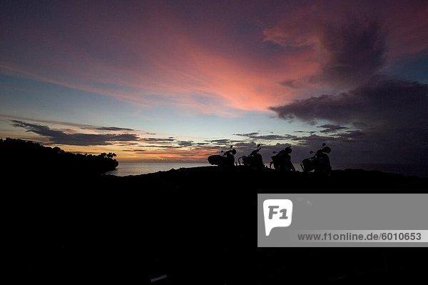 Motorräder bei Sonnenuntergang  Bali  Indonesien  Südostasien  Asien