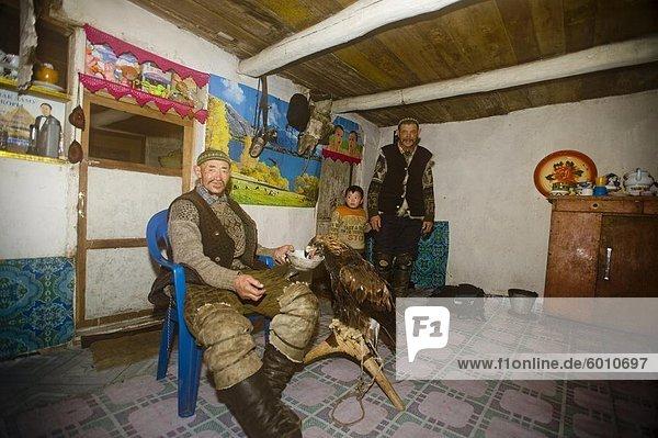 Interior  zu Hause  Jagd  Asien  Zentralasien  Adler  Mongolei