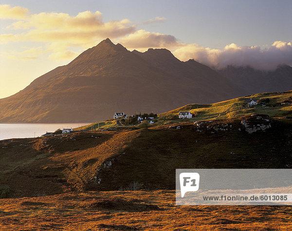Croftship von Elgol  Loch Scavaig und Cuillin Hills hinter  bei Sonnenuntergang  Isle Of Skye  Innere Hebriden  Schottland  Vereinigtes Königreich  Europa