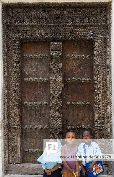Ostafrika sitzend Stein Tür Stadt frontal 3 schnitzen Tansania Sansibar