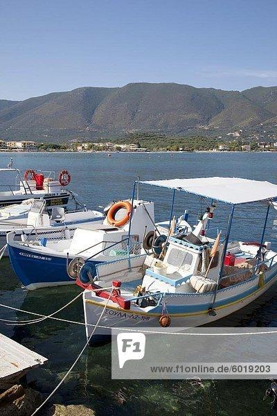 Fischerboote im Hafen  Alykanas  Zakynthos  Ionische Inseln  griechische Inseln  Griechenland  Europa
