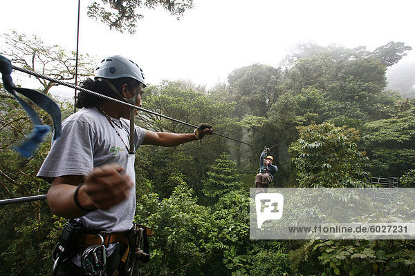 Baldachin Kabel Fahrt bei Monteverde Nebelwald  Costa Rica  Mittelamerika
