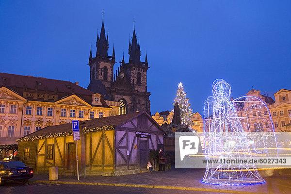 Altstädter Ring zu Weihnachtszeit und Tyn Cathedral  Prag  Tschechische Republik  Europa