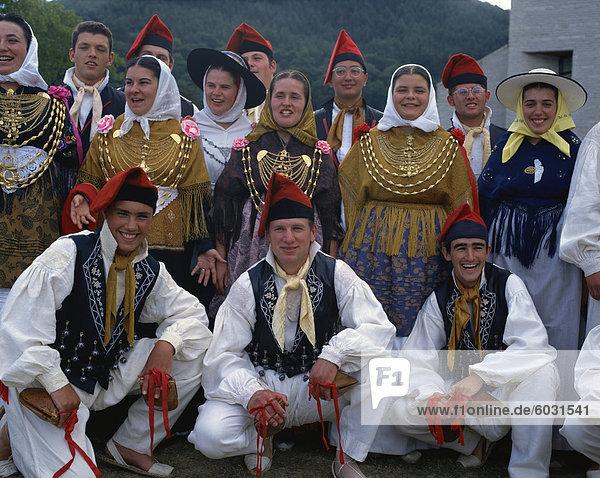 Gruppe von Menschen in Kostümen  Ibiza  Balearen  Spanien  Europa