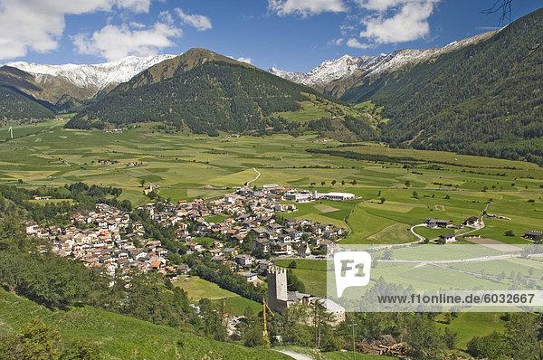 Dorf von Burgusio  Reschenpass  Dolomiten  Italien  Westeuropa