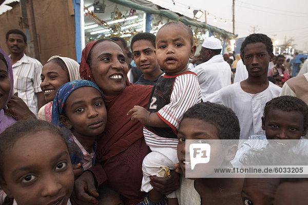 Sudanesen posieren für die Kamera in die Stadt Shendi  Sudan  Afrika