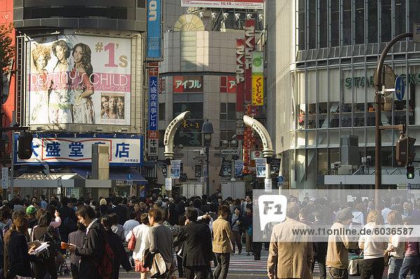Crowds of people  tv screen  Shibuya  Tokyo  Japan  Asia