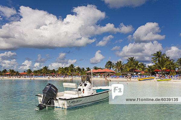 Speed-Boot auf Princess Cays Insel Eleuthera  Bahamas  Karibik  Mittelamerika