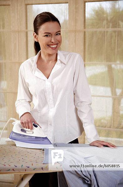 Bügeleisen Frau Hemd