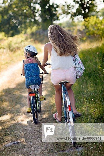 Mädchen Fahrrad Weg