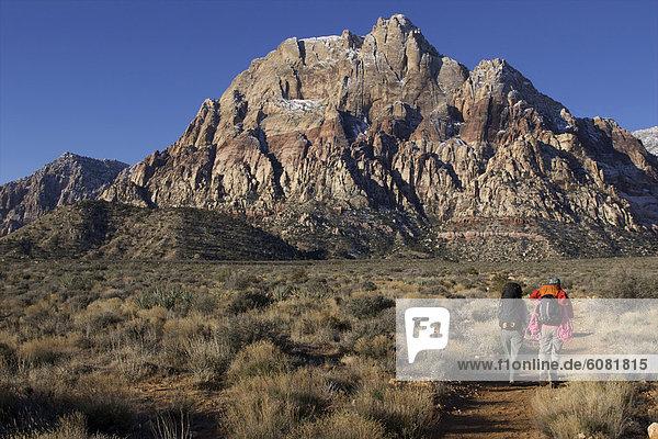 Frau  Tag  wandern  Nevada  2  Sonnenlicht
