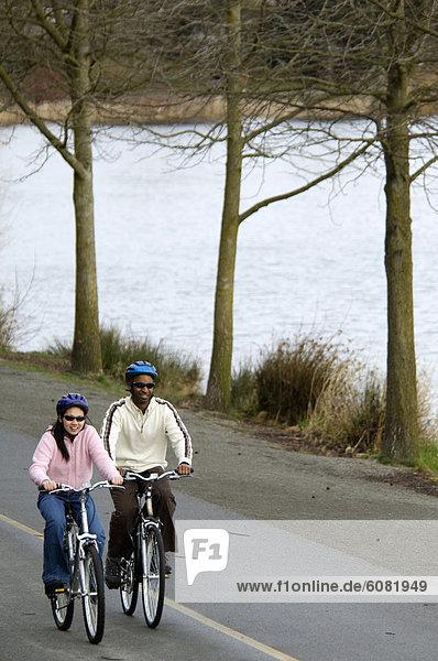 nahe  fahren  Weg  Ozean  jung  Fahrrad  Rad  mitfahren