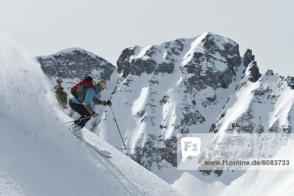 Frau  Wald  Skisport  unbewohnte  entlegene Gegend  Colorado  Silverton