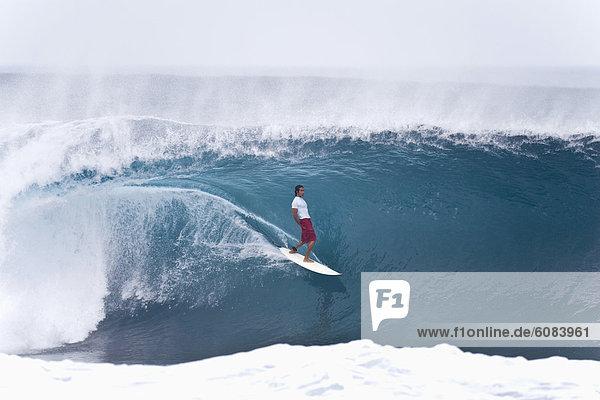 Mann  Lifestyle  jung  Hawaii  North Shore  Oahu  Pipeline  Geschicklichkeit  Wellenreiten  surfen