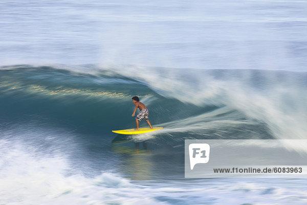 Bewegungsunschärfe  Ansicht  jung  Hawaii  hawaiianisch  North Shore  Oahu  Pipeline  Geschwindigkeit  Wellenreiten  surfen