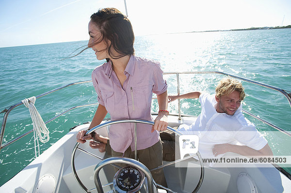 Frau  Mann  sitzend  Boot  nähern  Pilot  Florida