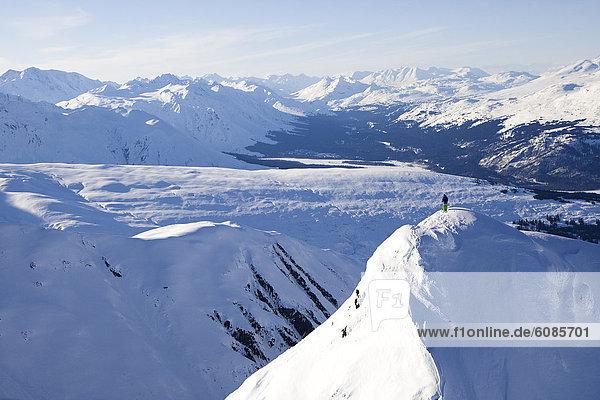 Skifahrer  1  hoch  oben  groß  großes  großer  große  großen  Alaska