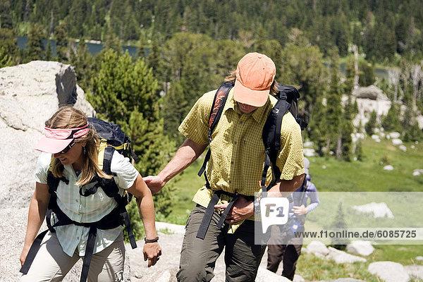 Frau  Mann  Wind  Landschaftlich schön  landschaftlich reizvoll  Fluss  wandern  2  1  Zimmer  Wyoming
