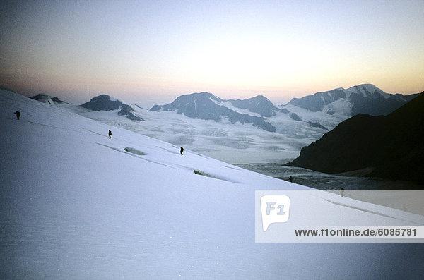Bergsteiger  entfernt  überqueren  Berg  Sonnenuntergang  Alaska  Kreuz  Distanz