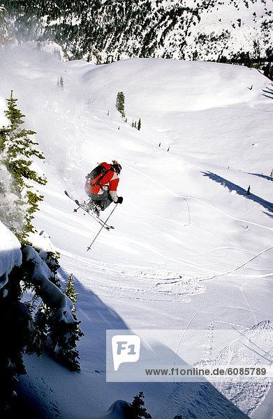 Skifahrer  Steilküste  Ehrfurcht  springen  Ländliches Motiv  ländliche Motive  Wyoming