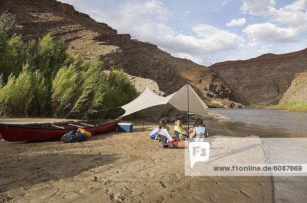 nahe  camping  Fluss  2  jung  Mädchen  Mexican Hat  spielen  Utah