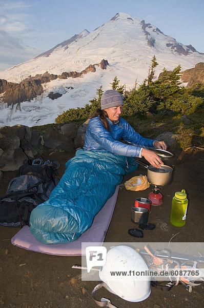 kochen  Frau  camping  Gericht  Mahlzeit  Berg  Bäcker  Mount Baker  unterhalb