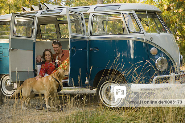 Kleintransporter  Entspannung  Hund  innerhalb  jung  Klassisches Konzert  Klassik  Lieferwagen Kleintransporter ,Entspannung ,Hund ,innerhalb ,jung ,Klassisches Konzert, Klassik ,Lieferwagen