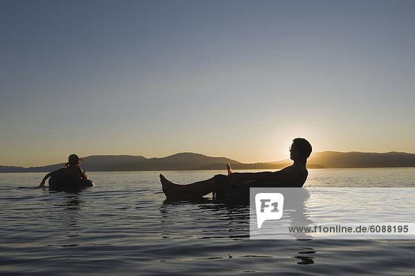 Binnenhafen  Kälte  Entspannung  Sonnenuntergang  fließen  See  Getränk  jung