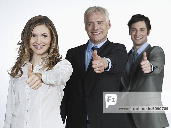Männer und Frauen mit Handzeichen  lächelnd  Portrait