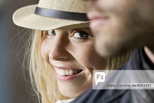 Nahaufnahme des Paares  Frau lächelnd