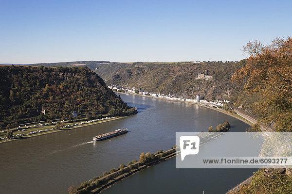 Deutschland  Rheinland-Pfalz  Blick auf St. Goarshausen und die Burg Katz mit dem Rhein