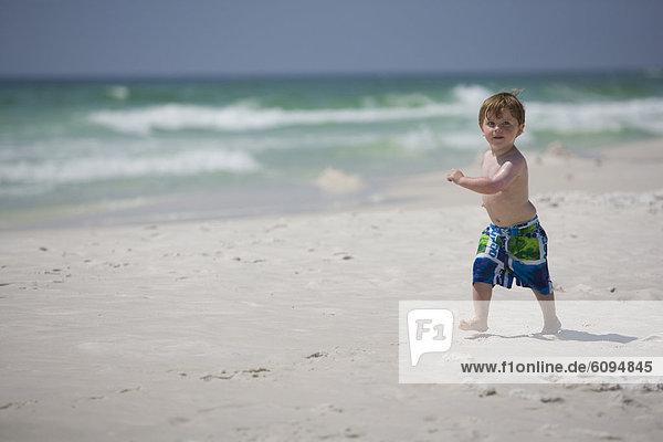 Strand  Junge - Person  klein  Ozean  Hintergrund