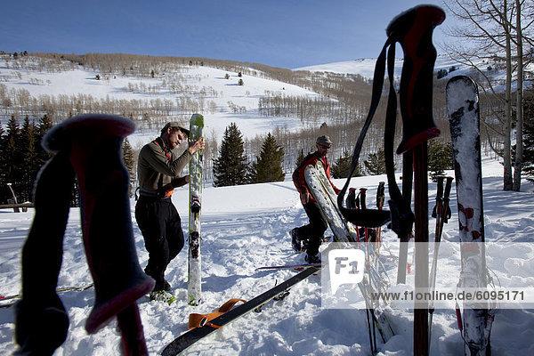 Mann  Ski  Start  Stange  Rahmen  2  bekommen  Schnee