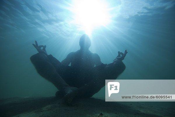 Unterwasseraufnahme  Meditation  Figur  Idaho