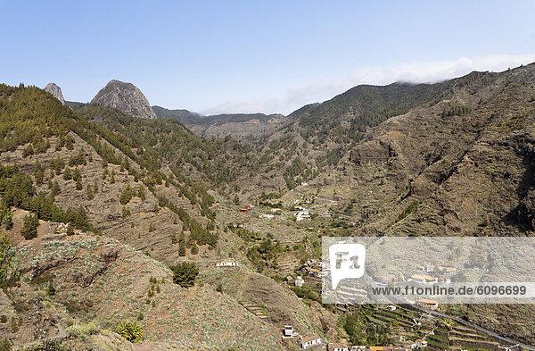 Spanien  La Gomera  Blick auf Barranco de la Laja mit Roque de Ojila